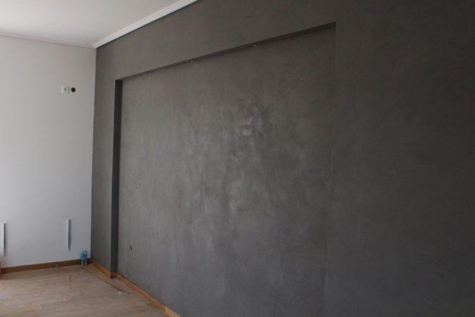 Πατητή τσιμεντοκονια σε τοίχο