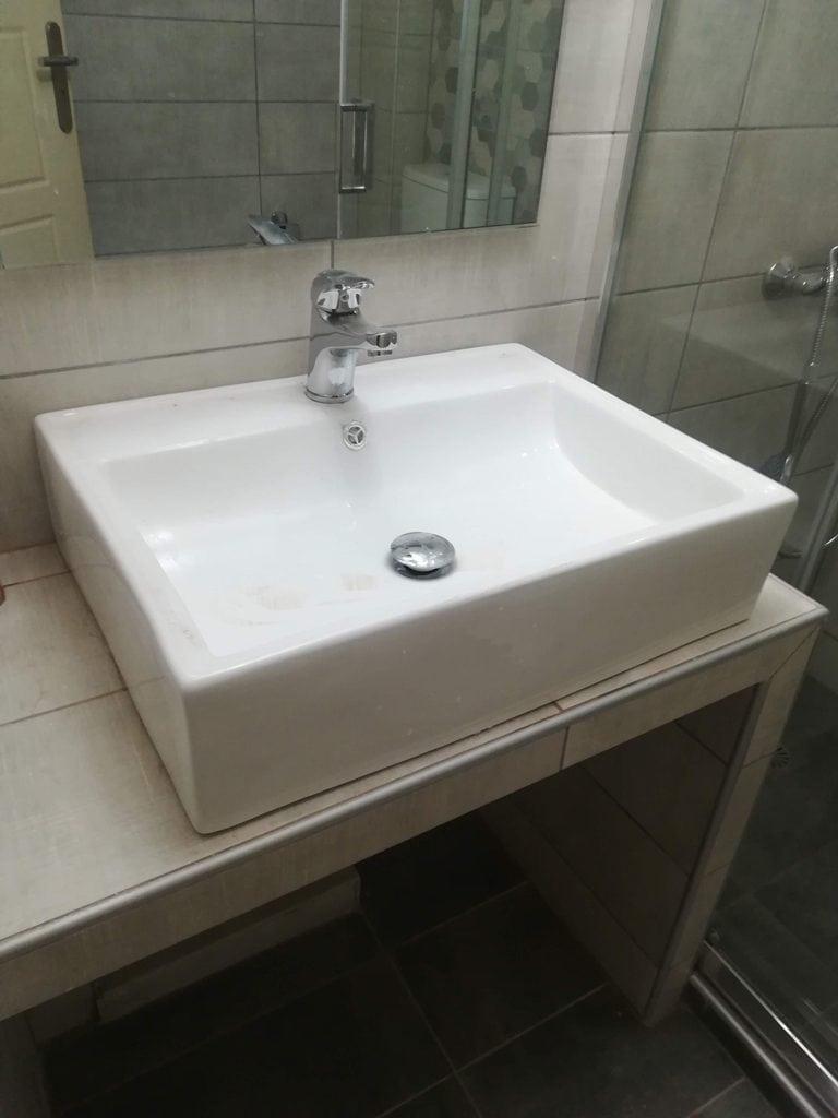 Χτιστό έπιπλο μπάνιου με νιπτήρα Κάλυμνο