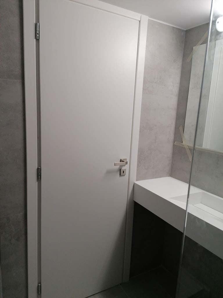 Πόρτα μπάνιου