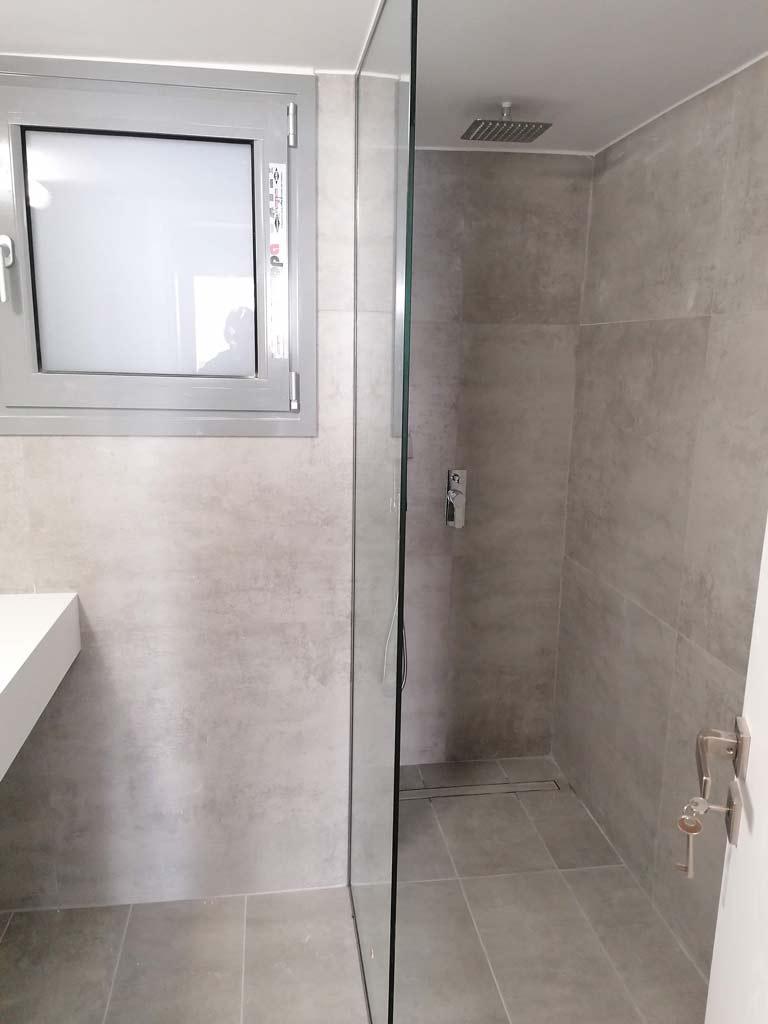 Τζάμι ντουζιέρας μπάνιου