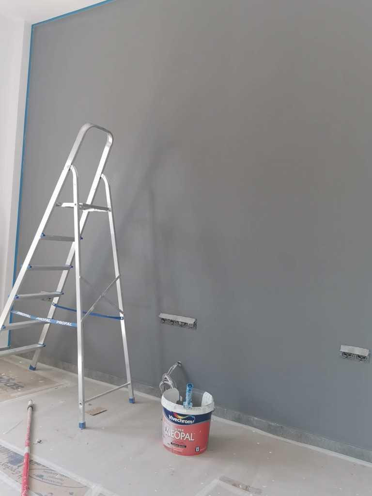 βαψιμο τοιχου στο σαλονι