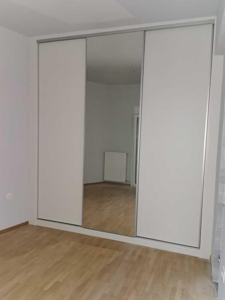 ντουλαπα συρομενη στο μεγαλο υπνοδωματιο